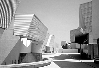 Morphosis mit Thomas Blurock Architects, Diamond Ranch High School, Pomona 2000 / ©Bild: Ulama